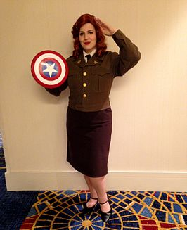 Cosplayer als Agent Peggy Carter tijdens Dragon Con 2014.