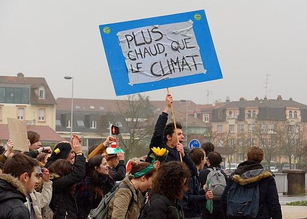 2019-03-15 15-15-11 manif-climat-etudiants-belfort.jpg
