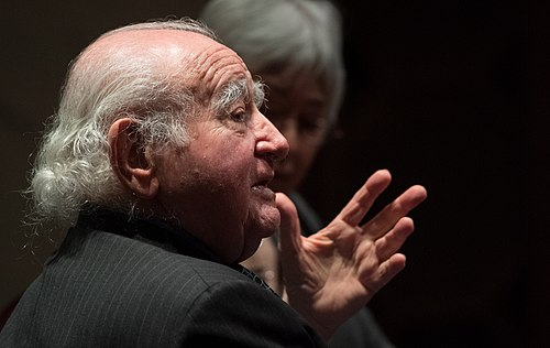 Roman Kent speaking at a Holocaust Remembrance Program