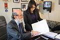 30-07-2009 Diputado Enrique Accorsi Opazo en su oficina, sentado tras escritorio hace indicaciones en documento a asistente..JPG