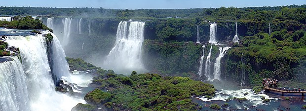 The Iguazu Falls on the border between Brazil and Argentina 44 - Iguazu - Decembre 2007.jpg