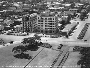 Luneta Hotel - Aerial photo of the Luneta hotel in 1930, to the left of the no-longer existing University Apartments