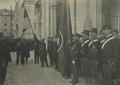 A continência à nova bandeira, à saida dos Paços do Concelho - O Occidente (10Dez1910).png
