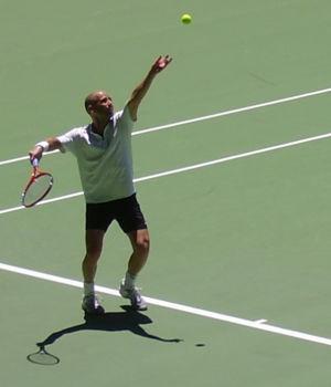 Andre Agassi - Agassi serving