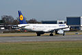 Airbus A321-200 (D-AISV) 02.jpg