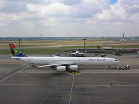 Airbus A340-600 de South African Airways, sur le tarmac de l'aéroport OR Tambo