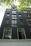 foto van Hoekpand, pakhuis met halsgevel waarin drie oeils-de-boeuf
