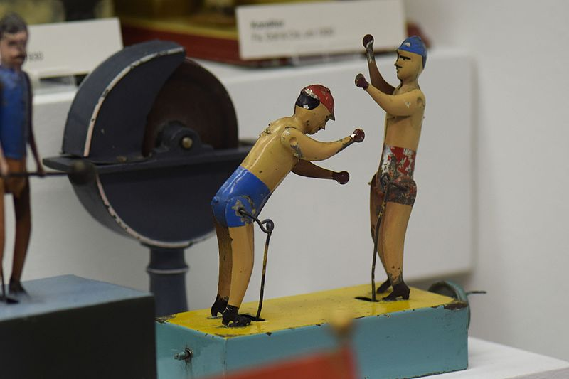 File:Antique tin toy wind-up boxers (24620665284).jpg