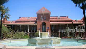 Old Main, University of Arizona - Image: Arizona Uni fountain