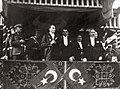 Atatürk Cumhuriyet Bayramı kutlamalarında kürsüde.jpg