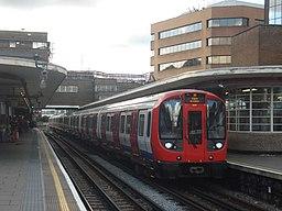 Au Morandarte Flickr S8 21109 on Metropolitan Line, Harrow-on-the-Hill (9696679771)