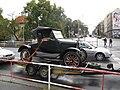 Automobil na Olšanském náměstí.jpg