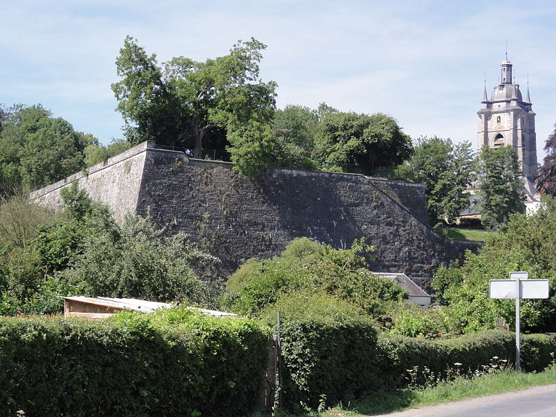 Avesnes-sur-Helpe (Nord, Fr) fortification et collegiale