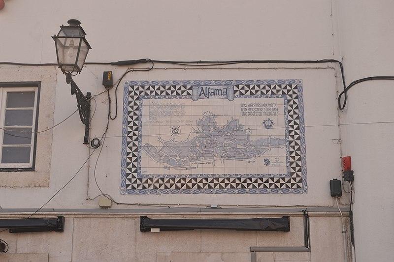 File:Azulejos em Alfama (120FAITH 3780) (37706234891).jpg