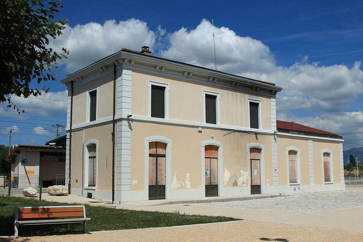 Gare de saint hilaire saint nazaire wikip dia for Garage de la gare bretigny