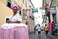 Baiana em rua do Pelourinho.jpg