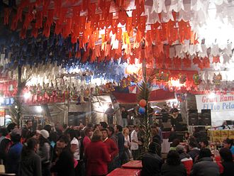 Fiestas Patrias (Chile) - View of a fonda or ramada, one of the temporary buildings that house the celebrations.