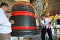Barack Obama strikes bell at Shwedagon Pagoda.jpg