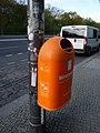 Basurero en la acera, Tiergarten, Berlín.jpg