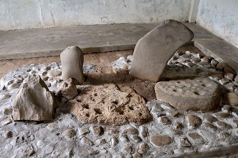 File:Batu dakon 140101-0106 cia.JPG