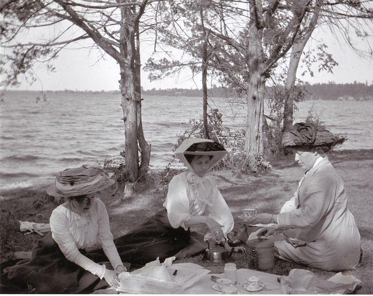 File:Bay of Quinte picnic 1909.jpg