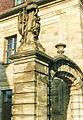Bayreuth Sandsteinskulpturen, Ecke Friedrichstrasse-Wilhelminestrasse, 05.11.94.jpg