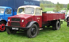 Bedford O series truck in British Railways livery first reg January 1945 3519cc.JPG