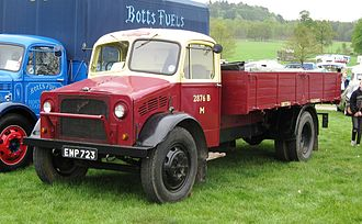 Bedford OY - Image: Bedford O series truck in British Railways livery first reg January 1945 3519cc