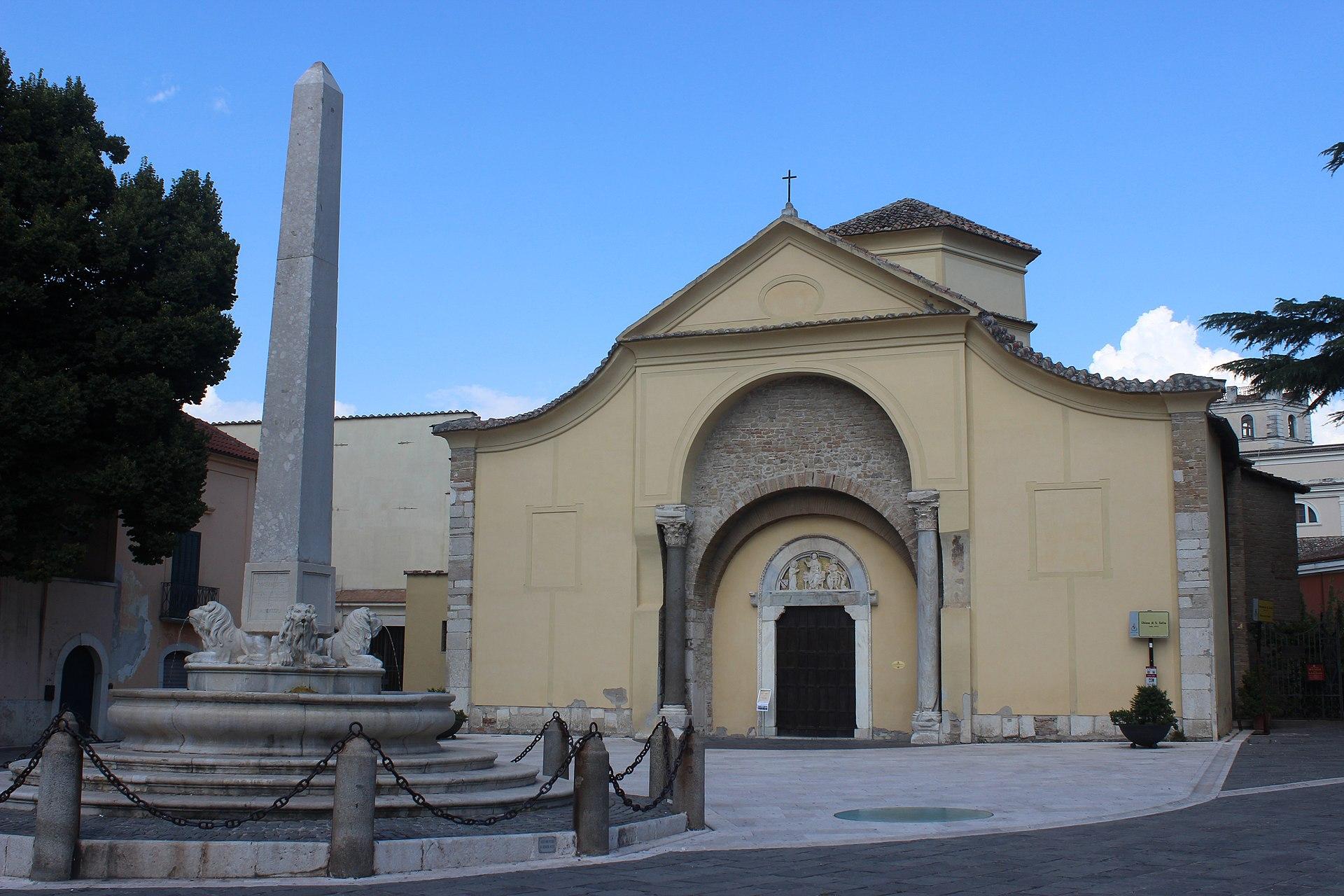 Benevento exterior Santa Sofía 08.JPG