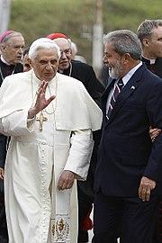 O Papa Bento XVI em sua visita oficial ao Brasil em maio de 2007.