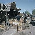 Bersjeba Markttafreel marktkramen met een provisorisch dak van zeildoek en gol, Bestanddeelnr 255-9242.jpg