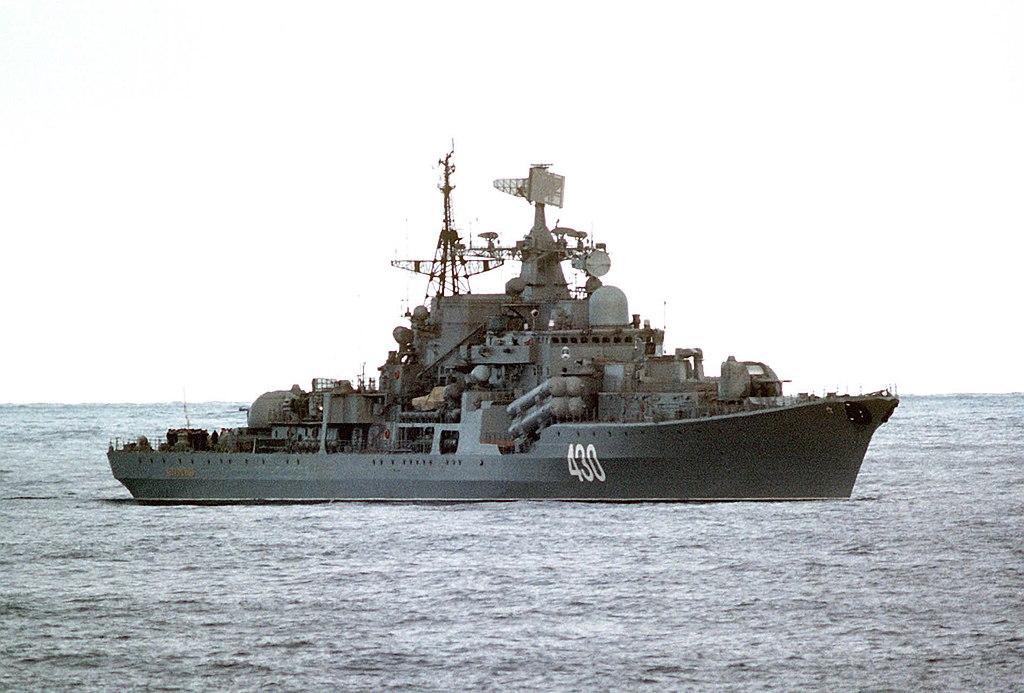 """وزارة الدفاع المصرية :  روسيا تهدى مصر أحد لنشات الصواريخ المتطورة من طراز """"مولينيا""""  1024px-Bezuprechnyy"""
