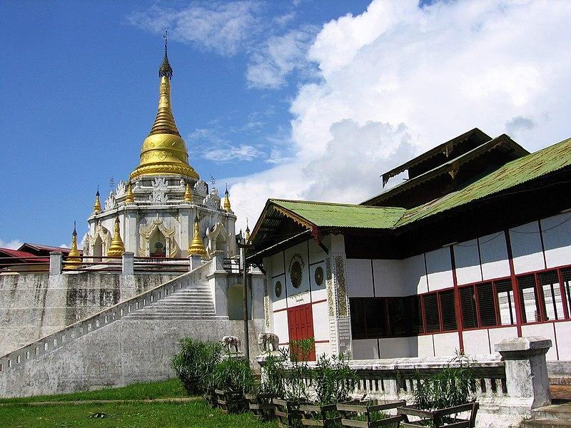File:Bhamo-monasterio-d04.jpg