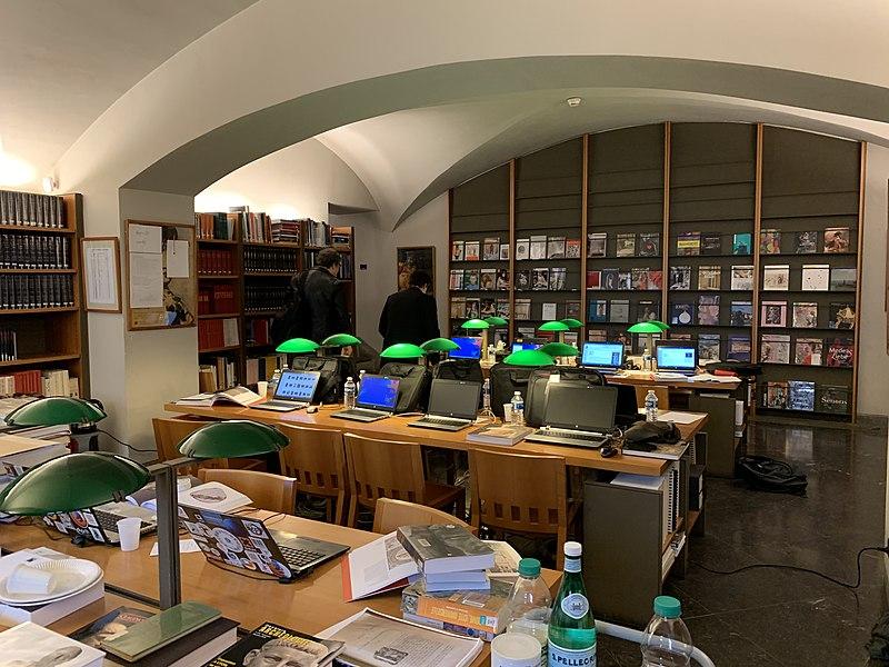 File:Bibliothèque du musée des beaux arts de Lyon le jour du second éditathon au sujet de Claude (2019).jpg
