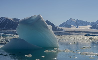 Blue-ice-spitzbergen hg.jpg