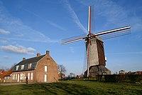 Boeschepe, l'Ondankmeulen (le moulin de l'Ingratitude) et l'estaminet De Vierpot (le pot à braise).JPG
