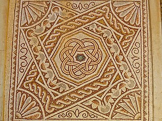 Girih - 2nd century Roman mosaic in Bosra with curvilinear knot patterns
