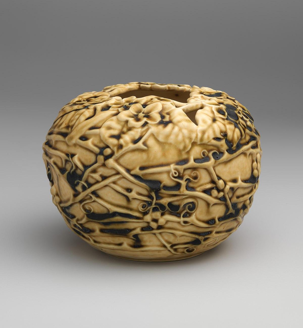 https://commons.wikimedia.org/wiki/File:Bowl_with_flowering_vine_MET_DP704317.jpg
