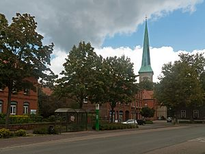 Brakel, Germany - Image: Brakel, straatzicht met de toren van de katholische Pfarrkirche Sankt Michael (Dm 5) op de achtergrond foto 7 2015 09 10 15.50