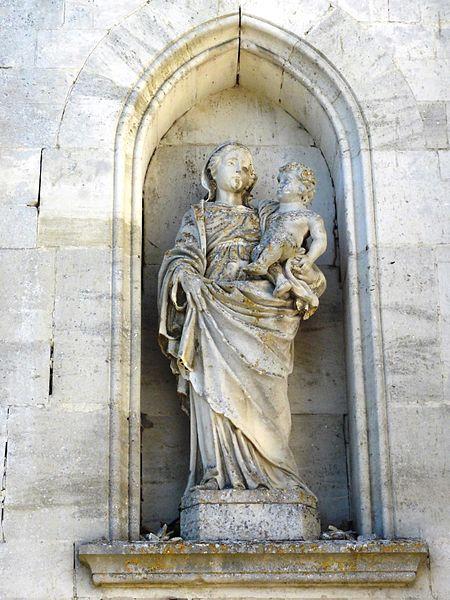 Brauvilliers (Meuse) église, statue façade, Vierge et Enfant