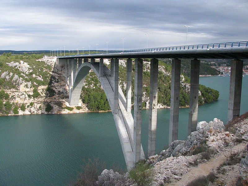 Datoteka:Bridge over Krka (Skradin).jpg
