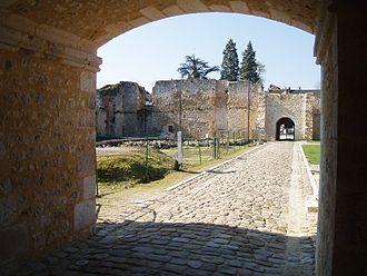 Château de Brie-Comte-Robert - Castle courtyard, seen from the northern entrance
