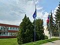 Brno, vlajky před volební místností pro eurovolby 2019-05-25 14.02.38.jpg