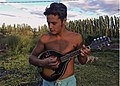 Bruno mars con mandolina.jpg