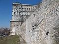 Budai Várnegyed, Nyugati várfal a Buzogány-toronynál és az Országos Széchényi Könyvtár déli része.JPG