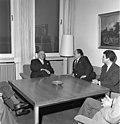 Bundesarchiv B 145 Bild-F009550-0006, Bonn, Bundestagspräsident mit Politiker aus Peru.jpg