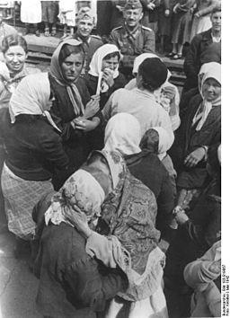 Bundesarchiv Bild 183-B19867, SU, Zwangsarbeiter vor der Abfahrt