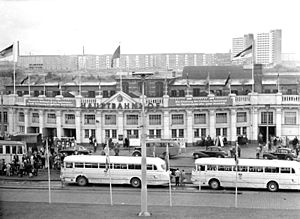 Rostock Hauptbahnhof - Entrance building and station forecourt on the north side, 1964