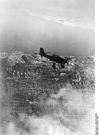 Junkers Ju 87 B during the Battle of Stalingrad Bundesarchiv Bild 183-J20509, Russland, Kampf um Stalingrad, Luftangriff.jpg