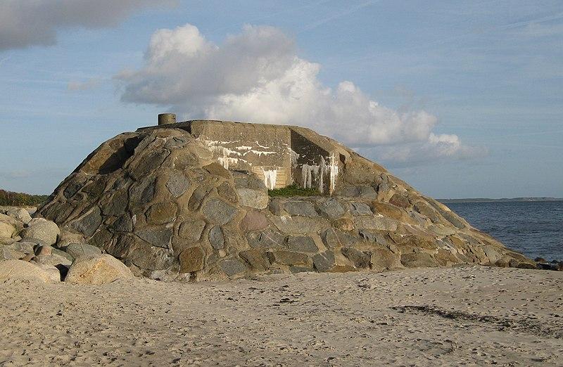File:Bunker, Ystad sandskog.jpg